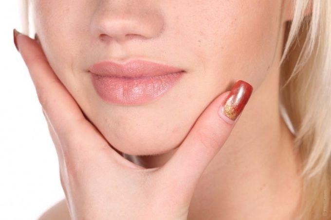 Шелушение вокруг губ