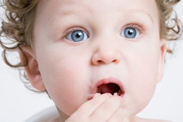 Признаки и лечение сыпи при прорезывании зубов у детей