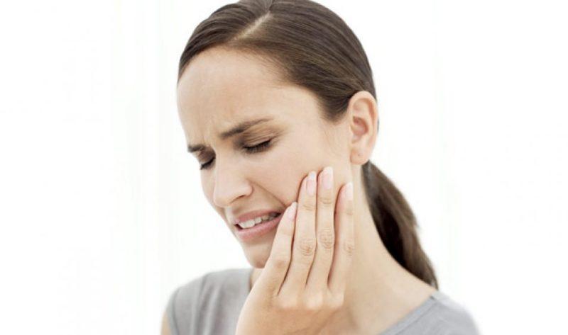Челюсть болит возле уха причины